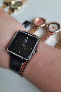 Zegarek analogowy czarna tarcza cyrkonie kwadrat bransoleta stalowa kolor czarny