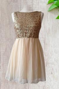 Okolicznościowa suknia z cekinami...