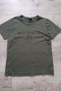 koszulka w kolorze khaki Bad habbits Gina Tricot...