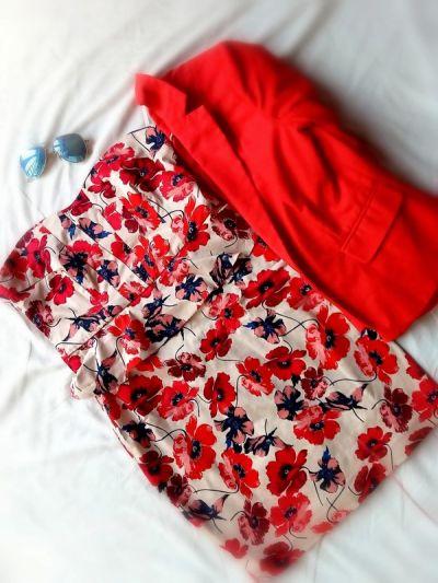 Suknie i sukienki Sukienka mini elegancka letnia koktajlowa w kwiaty maki bez ramiączek z baskinką dekolt serce