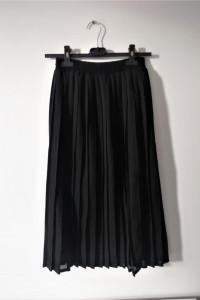Czarna spódnica midi plisowana...