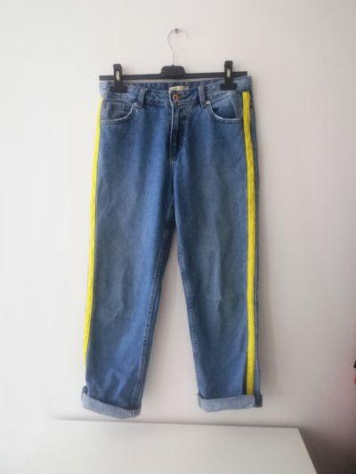 Spodnie Niebieskie jeansy z seledynowym elementem Cropp