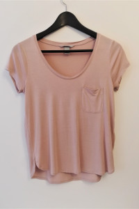 Różowa koszulka z kieszonką H&M