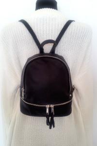 Czarny plecak z suwakiem z ekoskóry
