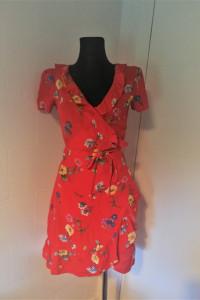 Czerwona sukienka w kwiaty Bik Bok...