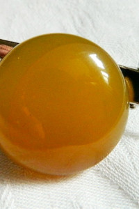 Broszka przypinka z żółtym agatem...