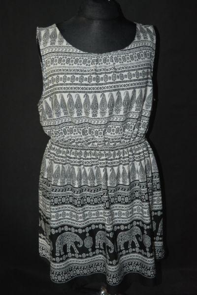 Suknie i sukienki 3 Zwiewna sukienka taliowana New look Inspire 52