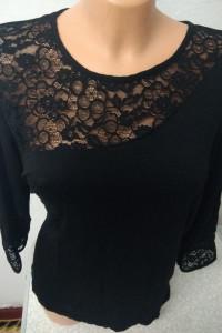 bluzka czarna z koronkową wstawką rozmiar 44...