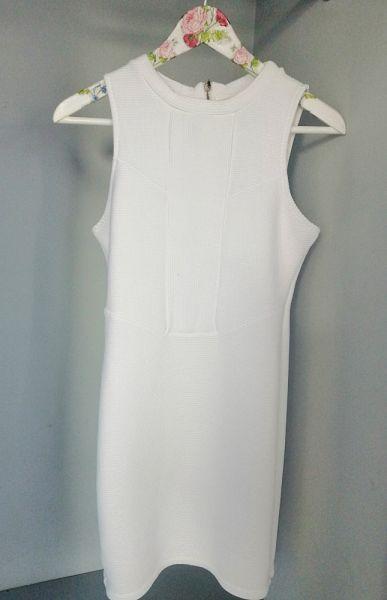 Suknie i sukienki Bershka biała letnia sukienka
