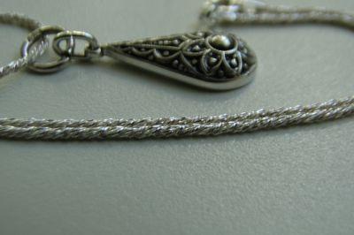 Zawieszki Śliczny stareńki wisiorek na łańcuszku srebro 835 i łańcuszek 925