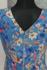 Niebieska sukienka w kwiatki praktycznie nowa...