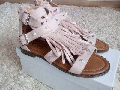 Sandały Beżowe sandały z frędzlami 36