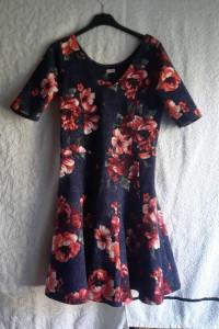 Kwiecista sukienka Hollister...