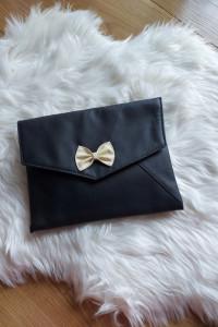 Czarna skórzana torebka kopertówka...