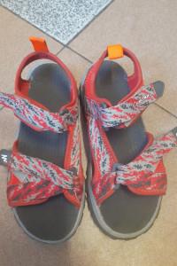 Letnie sandałki dla chłopca rozmiar 32...