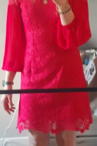 Sukienka w kolorze malinowym...