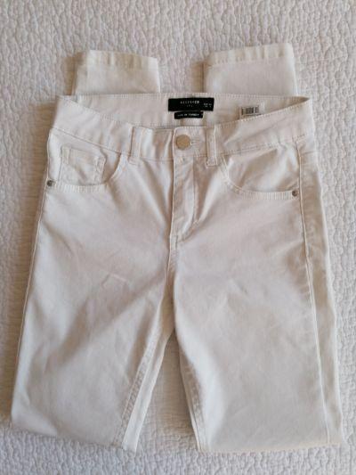 Spodnie Białe jeansy Reserved