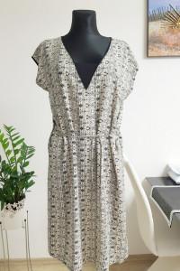 beżowa sukienka w wzory z paskiem...