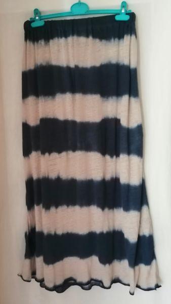 Spódnice Długa spódnica NEXT 44 uniwersalna gratis jedwabny top