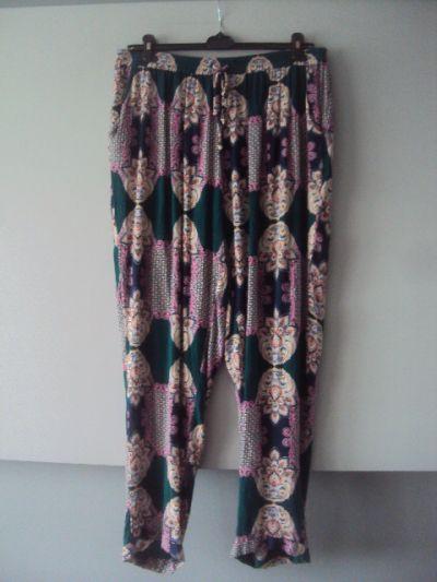 Spodnie spodnie w kolorowe wzorki