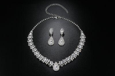 Komplety Nowy komplet biżuterii naszyjnik kolia kolczyki srebrny kolor białe cyrkonie oczka diamenty