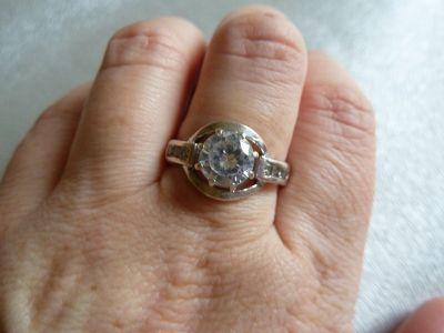 Pierścionki srebrny pierścionek z cyrkonią i cyrkoniami po bokach
