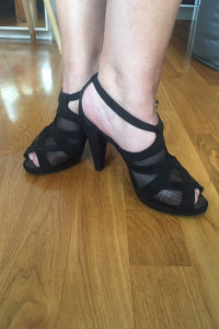 Eleganckie czarne sandały CCC