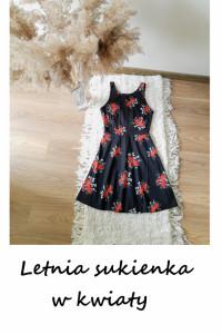 Krótka letnia sukienka w kwiaty...