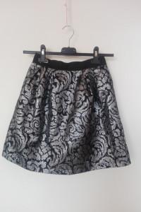 House Elegancka rozkloszowana spódnica 34