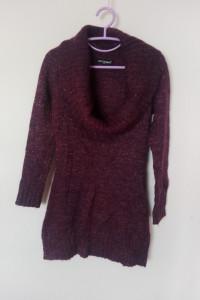 Fioletowy błyszczący sweter tunika z kominem 38...