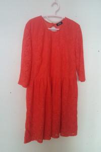Czerwona koronkowa sukienka 48...