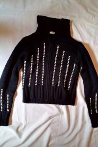 Czarny sweter na zamek błyskawiczny marki SUCCO rozmiar M...
