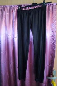 Czarne skóropodobne legginsy z niskim stanem...