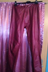 Czerwone skóropodobne ocieplane legginsy rozmiar od L do XL...
