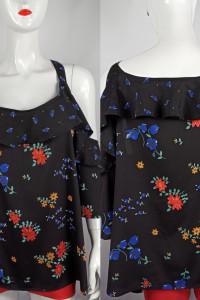 Piękna czarna bluzeczka z odkrytymi ramionami...