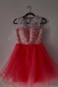 Różowa rozkloszowana sukienka z koronką 34...
