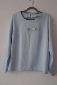 Jasnoniebieska elegancka bluzka z kokardką 48...