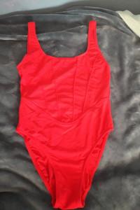 Jednoczęściowy czerwony kostium kąpielowy marki TRIUMPH rozmiar M lub S