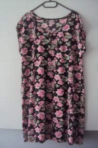 dzianinowa sukienka w kwiatuszki...