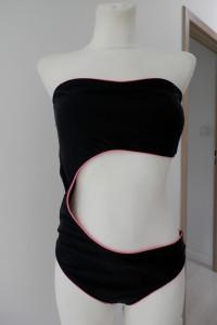 Strój Kąpielowy Monokini Jednoczęściowy Czarny by UK rozmiar 44