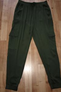 Spodnie khaki rozm M