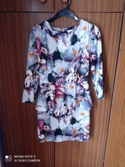 Suknie i sukienki Sukienka z baskinka w kwiaty
