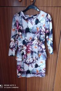 Sukienka z baskinka w kwiaty