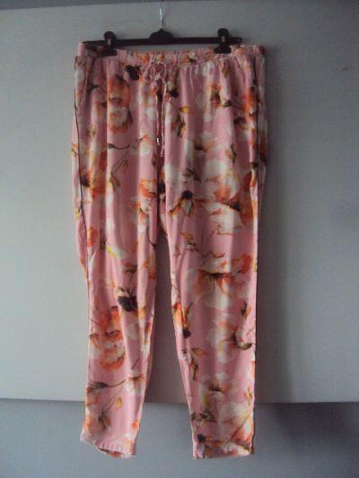 Spodnie letnie spodnie w kwiaty