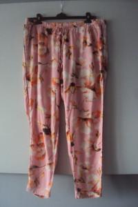 letnie spodnie w kwiaty...