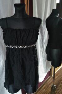 Czarna asymetryczna bluzka na ramiączkach KRISP 10 z koronką...