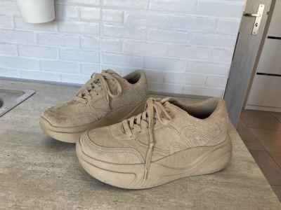 Sportowe Zara skórzane kremowe beżowe adidasy sneakersy platformy