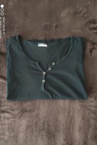 Czarna bluzka z guzikami