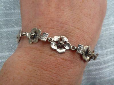 Bransoletki bransoletka srebrna kwiatki