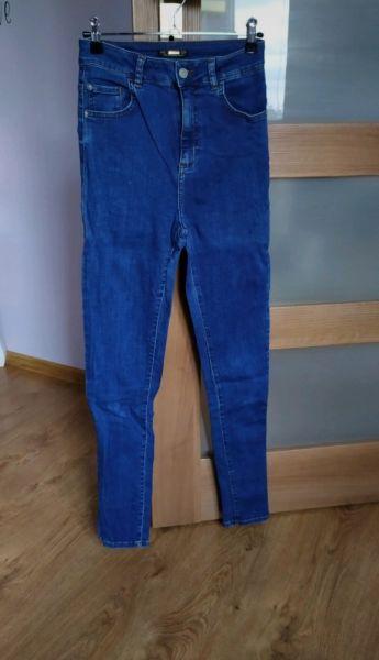 Spodnie Jeansowe spodnie z wysokim stanem high waist Stradivarius S